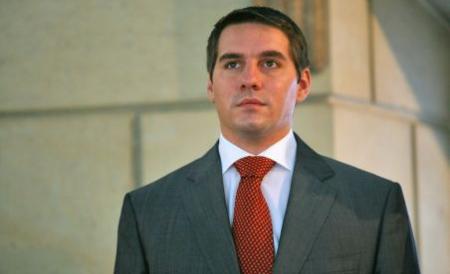 Nicolae cu cravata.jpg